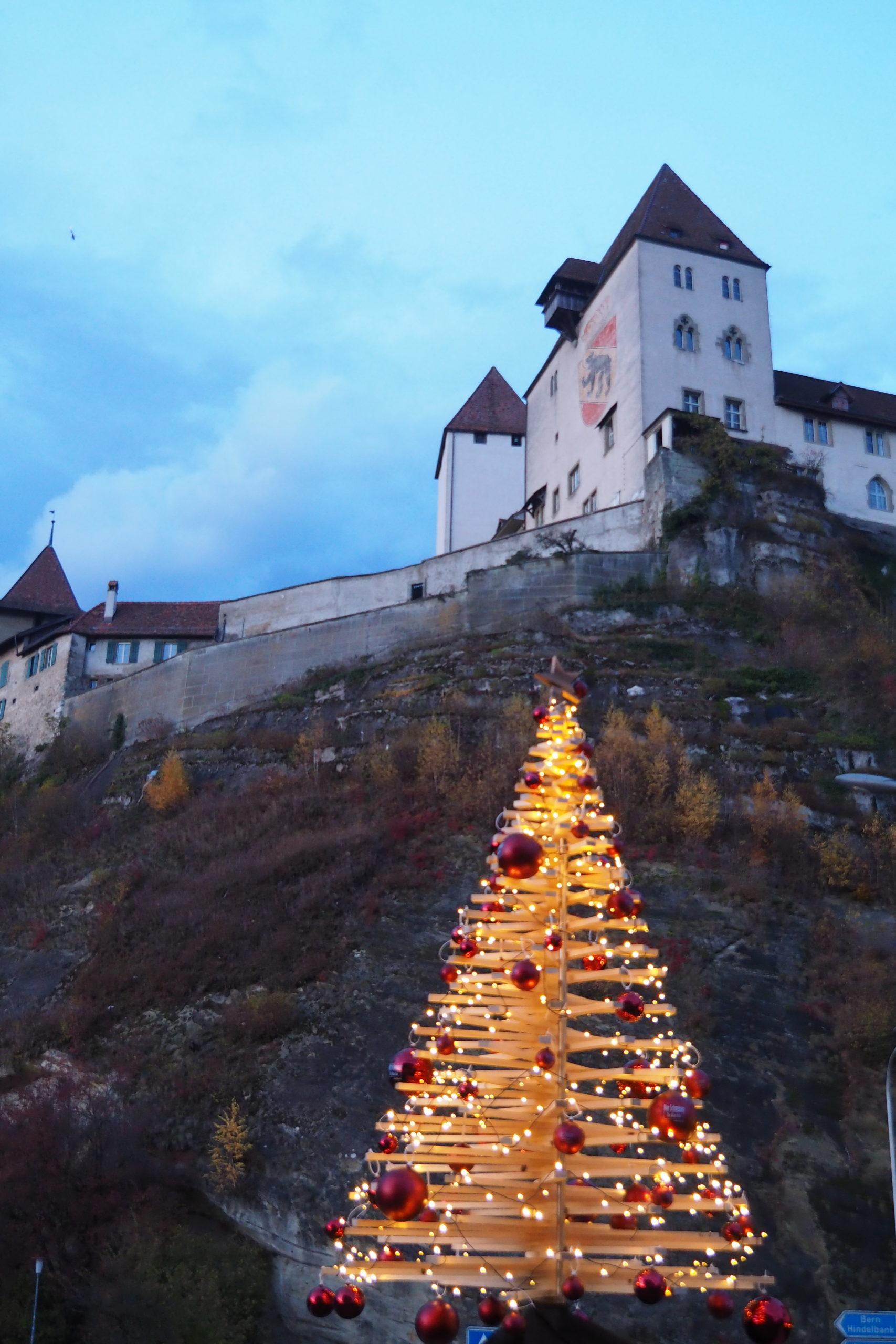 Tannenbaum mit Schloss