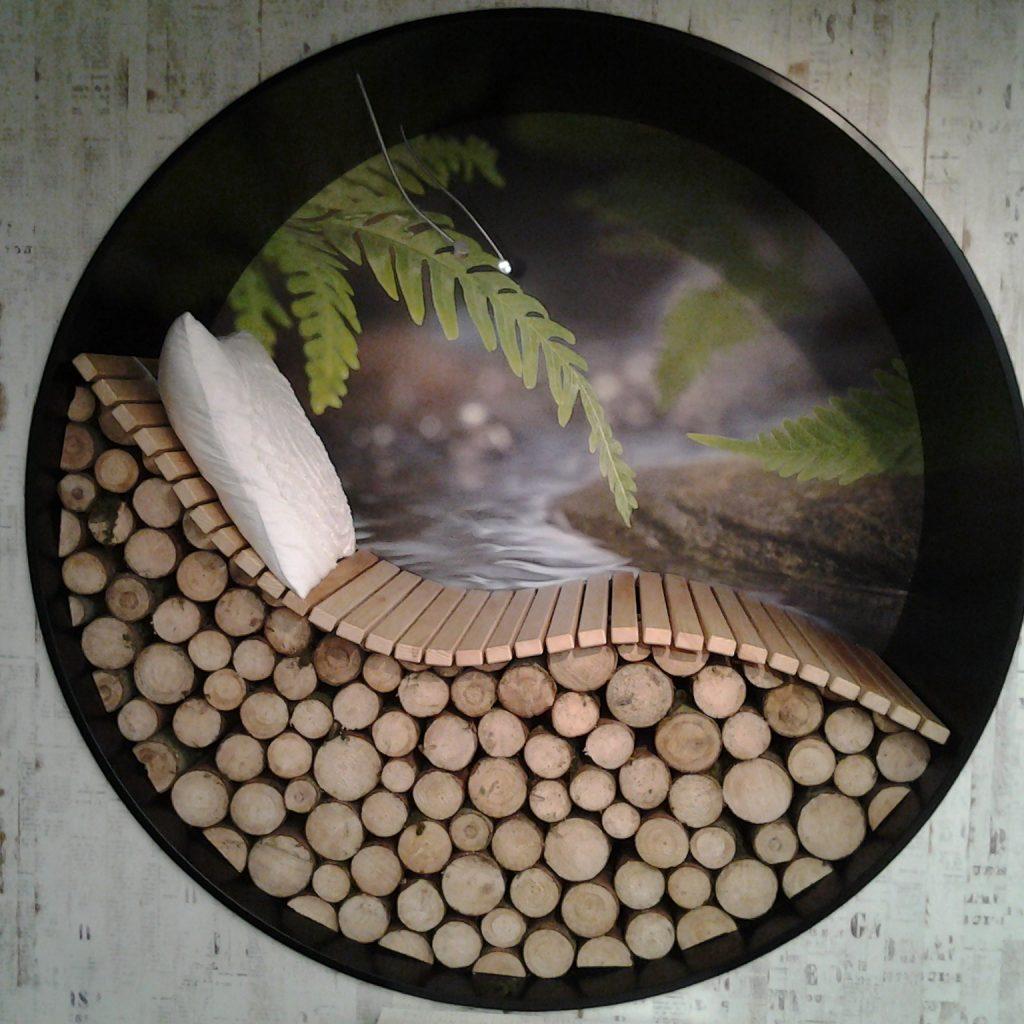 Liege aus Holz in Kreis