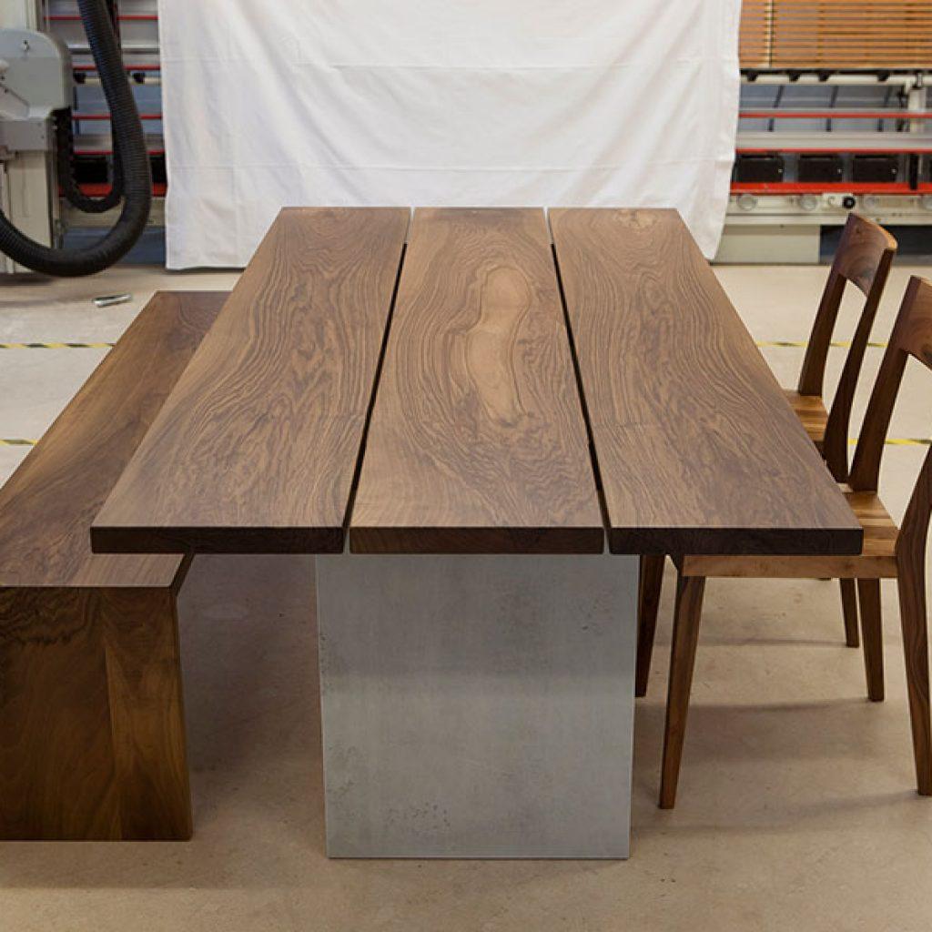 Holztisch aus Schweizerholz
