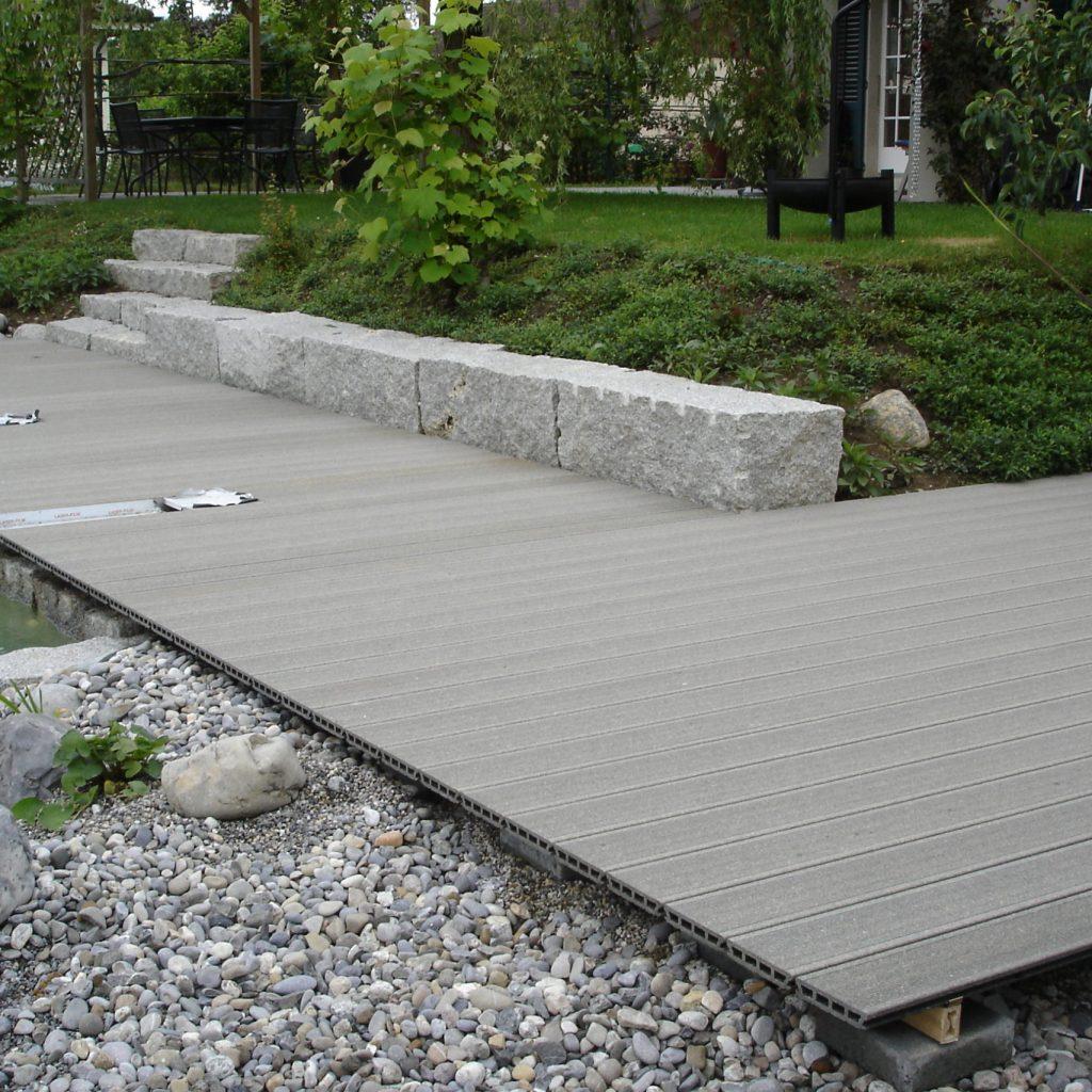 Terrasse Kunststoff Schwimmteich