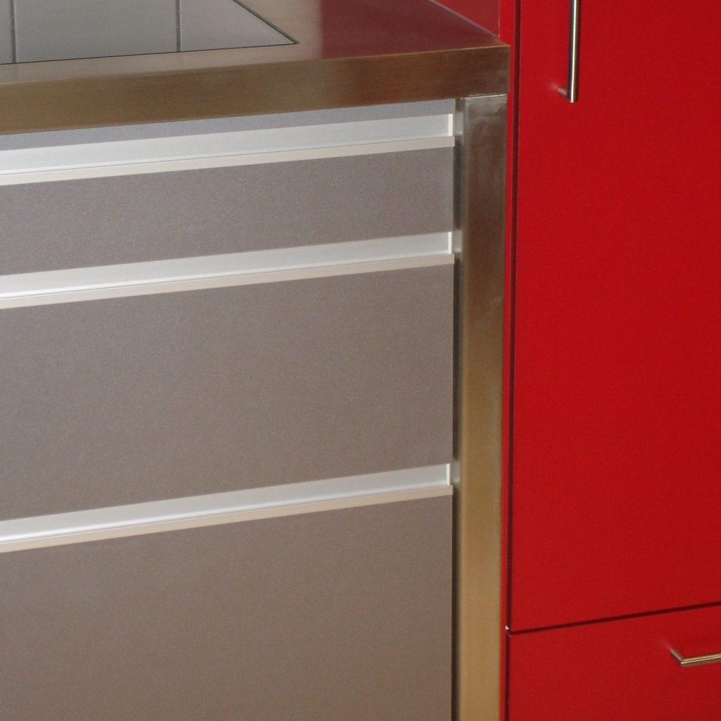 Küche Rot und Chromstahl
