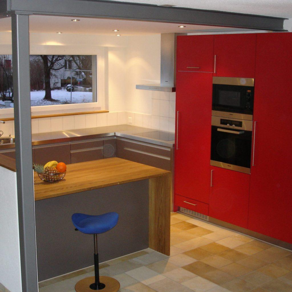 Küche Rot und Holzablage