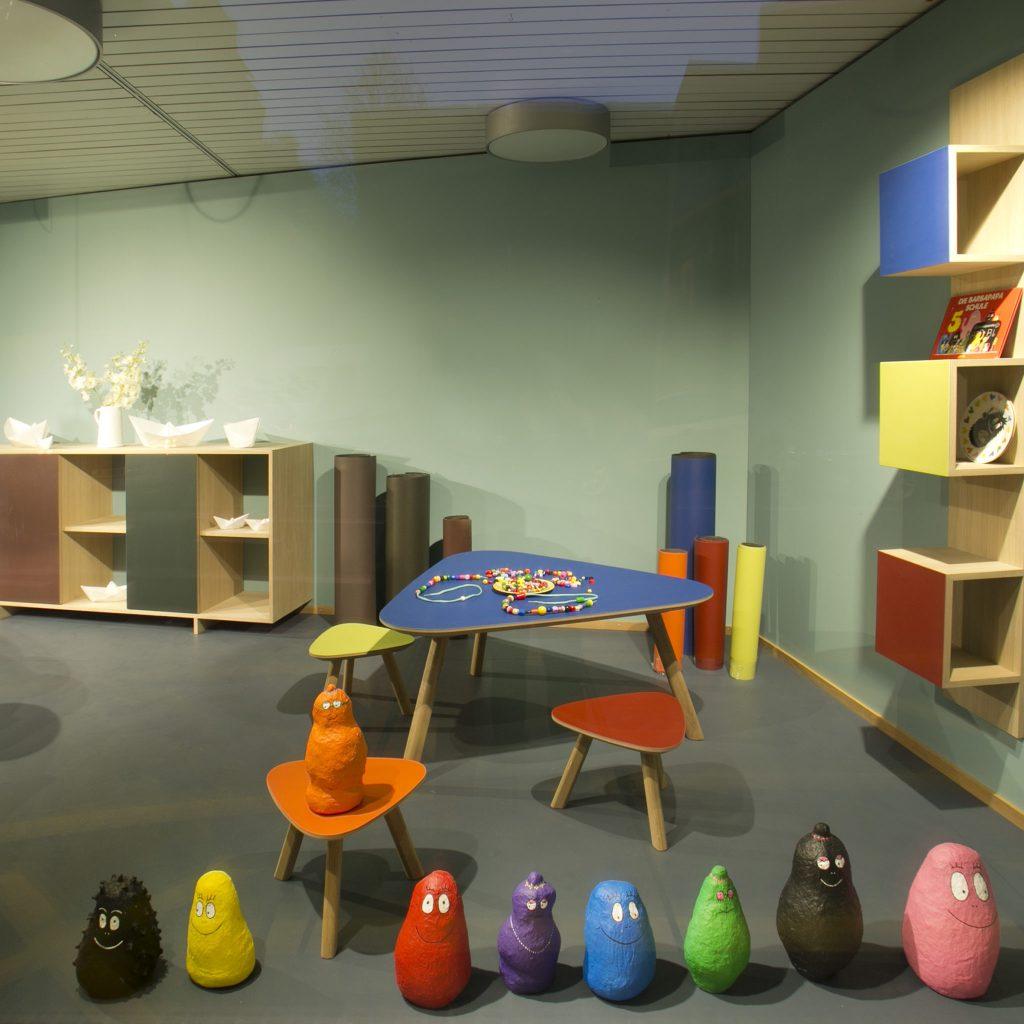 Kindertisch mit Linoleum