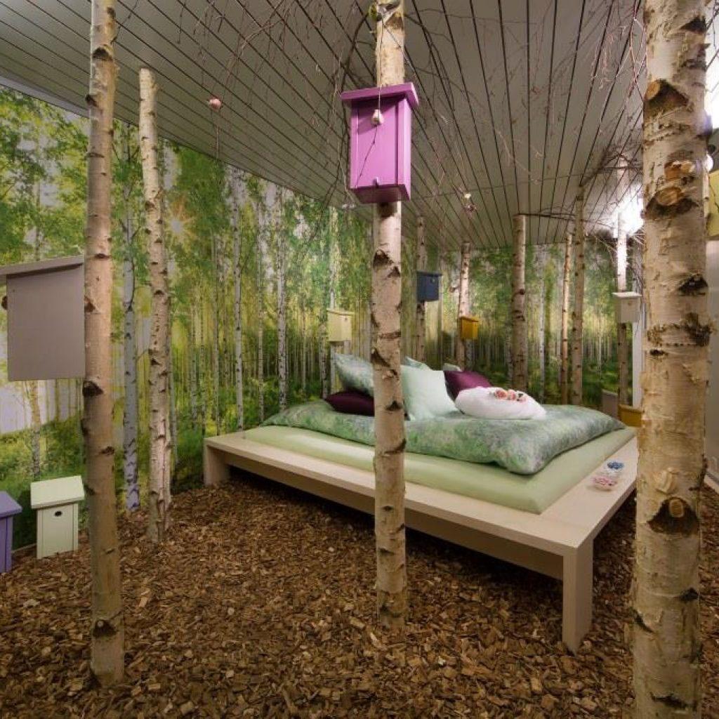 Bett im Birkenwald
